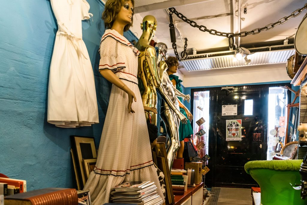 vintage store modern retro